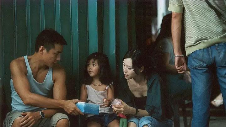 張靜初帶孩子餓肚子,找吳彥祖借面包吃,狼吞虎咽太有食欲了