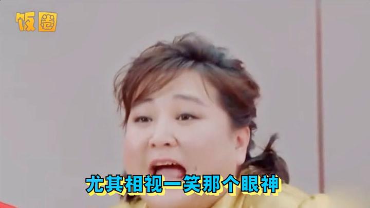 甜齁了!范丞丞贾玲情歌对唱,相视一笑满眼宠溺,合体比心似恋人